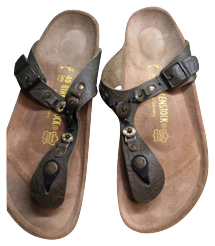 Birkenstock Gizeh golden brown is the color size 40 narrow- with gold embellishments never worn!