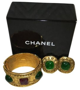 Chanel RARE 1986 Vintage Chanel Gripoix Hinged Bracelet & Matching Emerald Green Cabochon Earrings