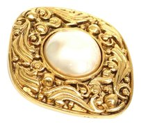 Chanel Auth CHANEL Broach Artificial pearl/Metal Gold (BF077746)