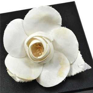 Chanel AUTH CHANEL VINTAGE CC LOGOS BROOCH PIN CAMELIA CANVAS CORSAGE WHITE B21873D