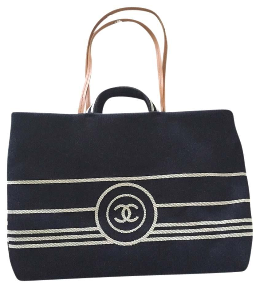 Chanel Beach Bags - Up to 70% off at Tradesy