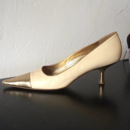 Chanel Vintage Leather CREAM AND GOLD Pumps