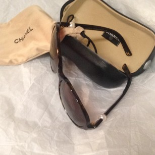 Chanel with pearl sunglasses Authentic Pearl /Tortoise brown sunglasses with case/cover by Chanel