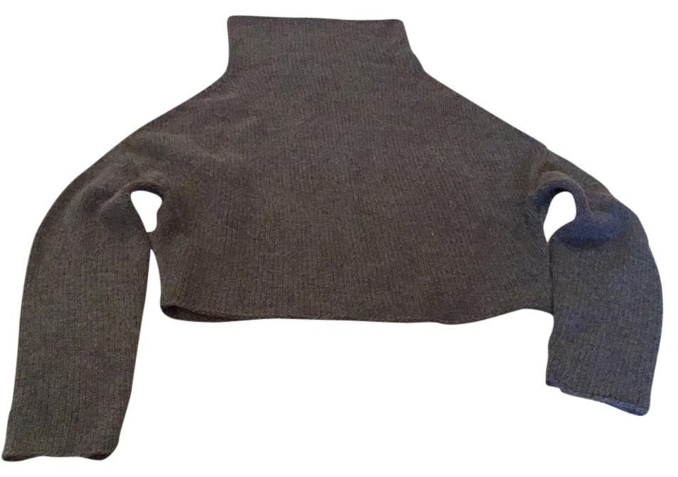 Charcoal grey cropped sweater.  Boxy and perfectly styled with long white Tee and jeans!