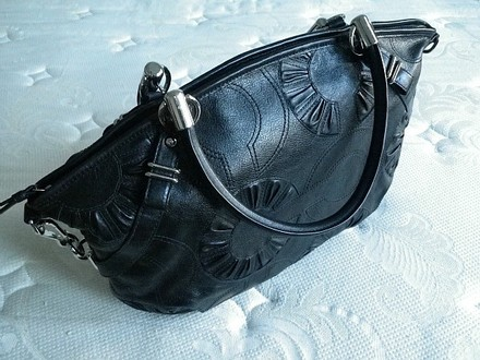 Coach Louis Vuitton Dooney Bourke Gucci Channel Rare Vintage Tote in Sleek BLACK