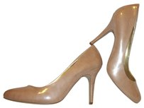 Cosmopolitan Nwt Patent Leather Beige Pumps
