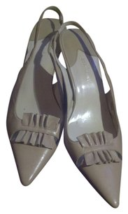 Daisy Fuentes Slingbacks 10 Tan/Beige Pumps