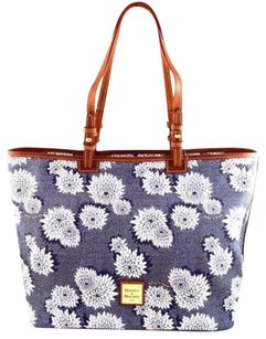 Dooney & Bourke Leisure Tote in Blue