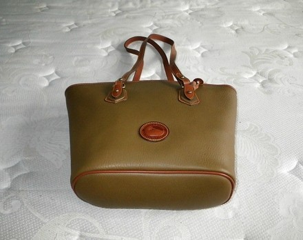 Dooney & Bourke Coach Louis Vuitton Gucci Chanel Vintage Satchel in Mustard, British TAN