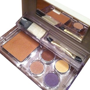 Elizabeth Arden New Elizabeth Arden eyeshadow bronzed palette with brushes.