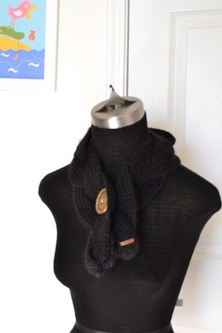 fossil knit button scarf 73 retail