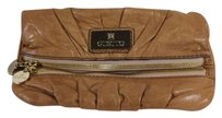 Gustto Womens Textured Tan Clutch