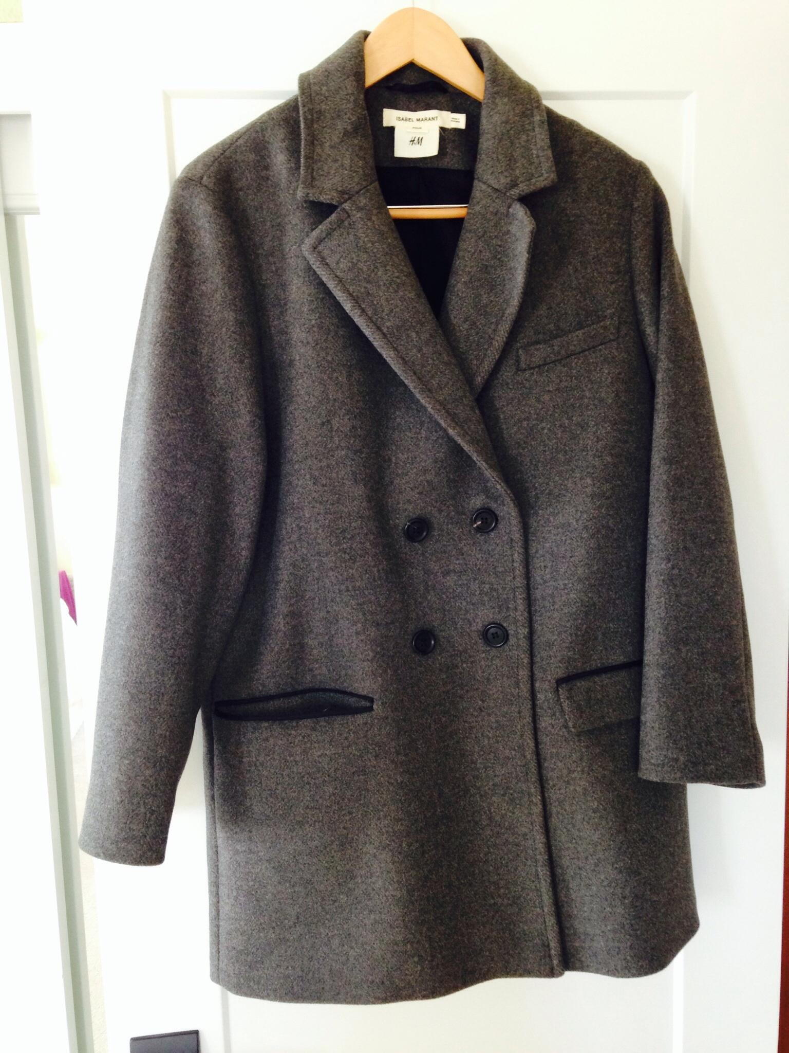 Free shipping and guaranteed authenticity on Isabel Marant Gray For H&m Coat Size 8 (M)Oversized gray double breasted coat in wool.