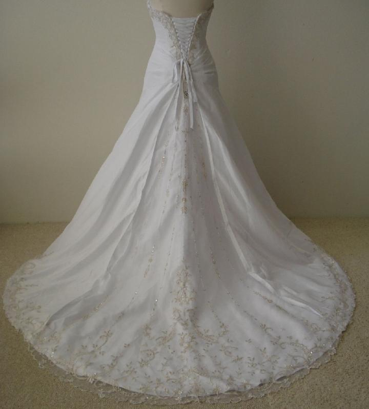 Discontinued private label by g wedding gowns flower for Private label wedding dresses