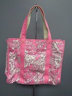 Lilly Pulitzer Alpha Phi Makeup Wristlet Set B3219 Tote in Pink And White
