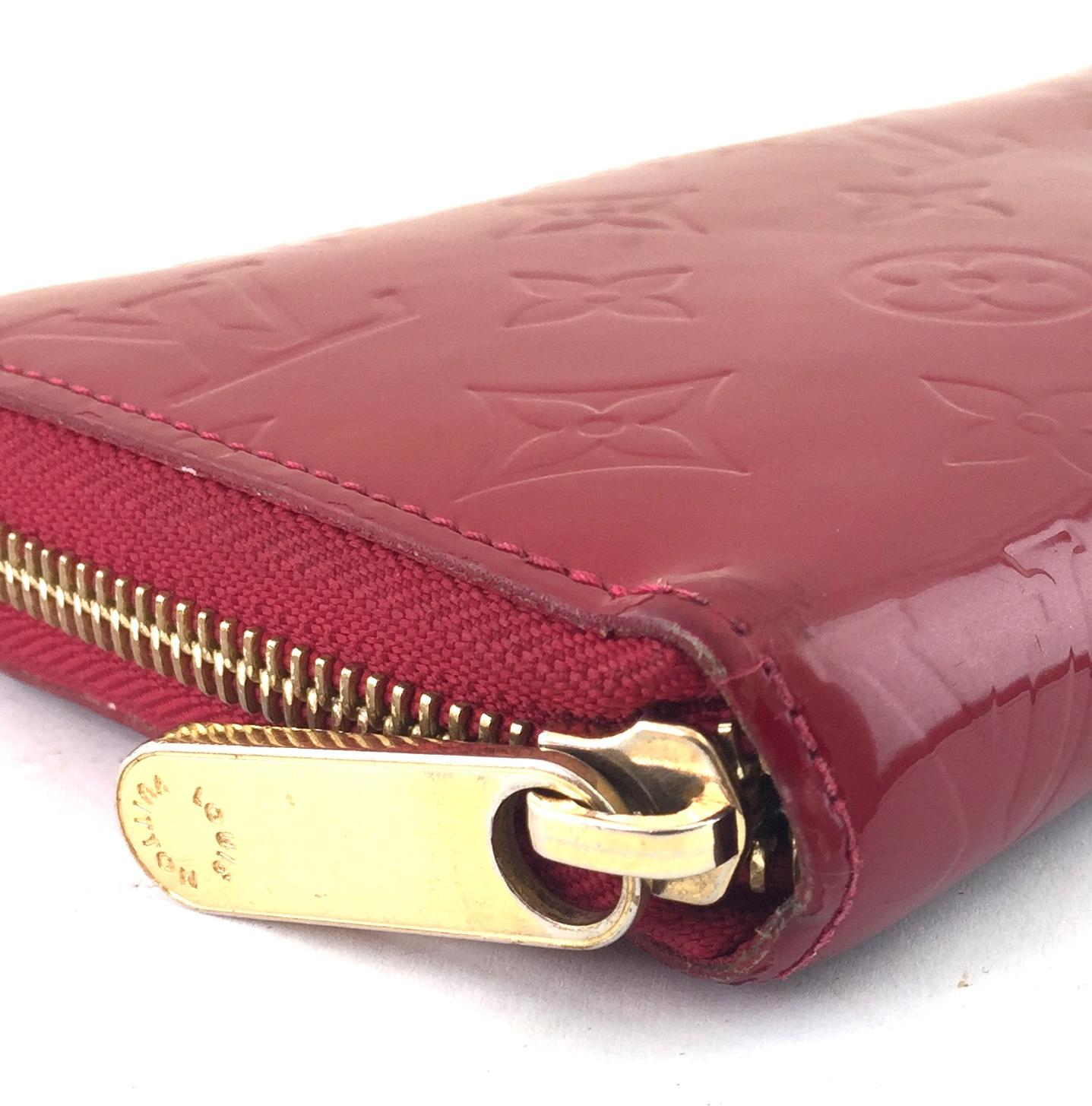 louis vuitton #16820 red monogram vernis zippy long zip