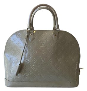 Louis Vuitton Alma Mm Vernis Patent Tote in Beige