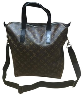 Louis Vuitton Tote in Brown/ Black