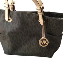 MICHAEL Michael Kors Tote in Classic Brown And Light Cream