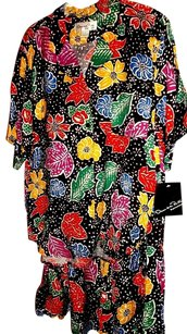 Oscar de la Renta Colorful 2 piece outfit by Oscar de la Renta in size L, floral on black background. Tag only says L without a number.