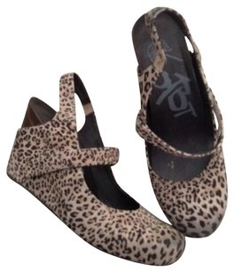 OTBT Comfortable All Day Wear Off The Beaten Track cheetah Wedges