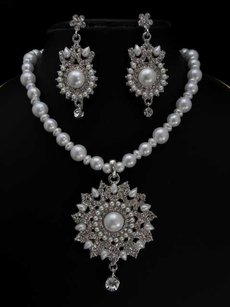 Beautiful Vintage Bridal Jewelry Set