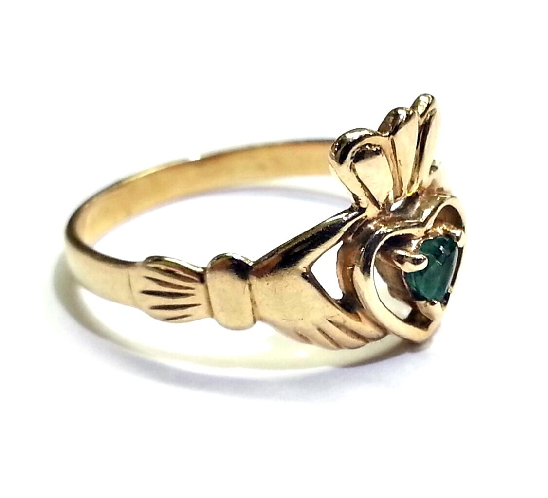 claddagh in 10 karat yellow gold with green emerald ring