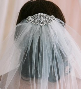 Fingertip Length Veil With Crystals On The Comb