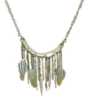 Stunning goldtone statement necklace with feathers