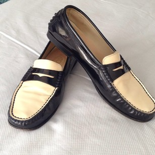 Salvatore Ferragamo Black/Cream Flats