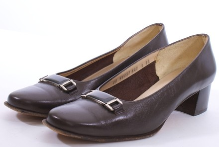 Salvatore Ferragamo Vintage Leather BROWN Pumps