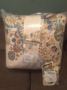 Sold Out Urban Outfitters Nessa Floral Medallion Comforter And Sham Set