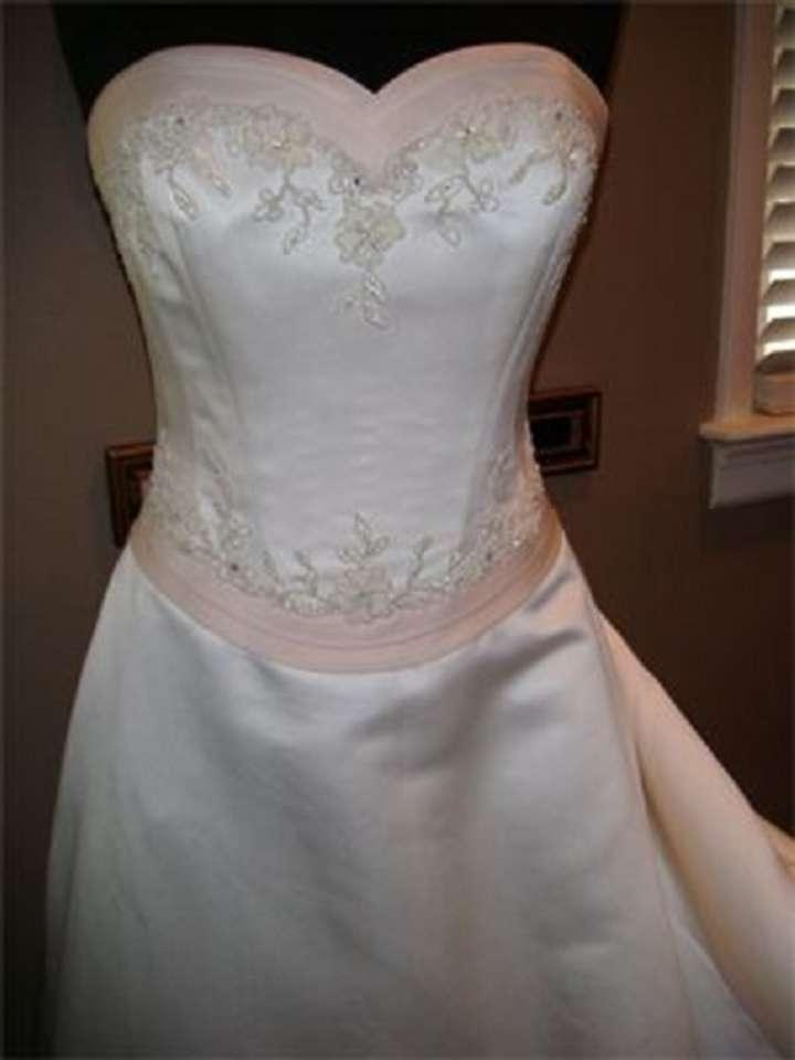 STUNNING IVORY SATIN TRIMMED IN PINK