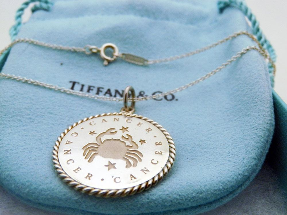 Cancer charm in 18k gold - Size Cancer Tiffany & Co. dMqbi3