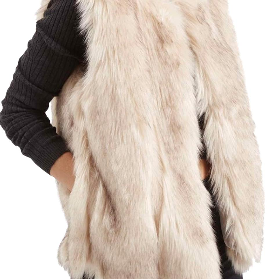 Shop Women's Elle Cream Tan size S Vests at a discounted price at Poshmark. Description: This is such a cute faux fur vest! It's in excellent condition. The vest hooks so you can close it if you want. Perfect for fall with some boots.. Sold by oliversayshi. Fast delivery, full service customer support.