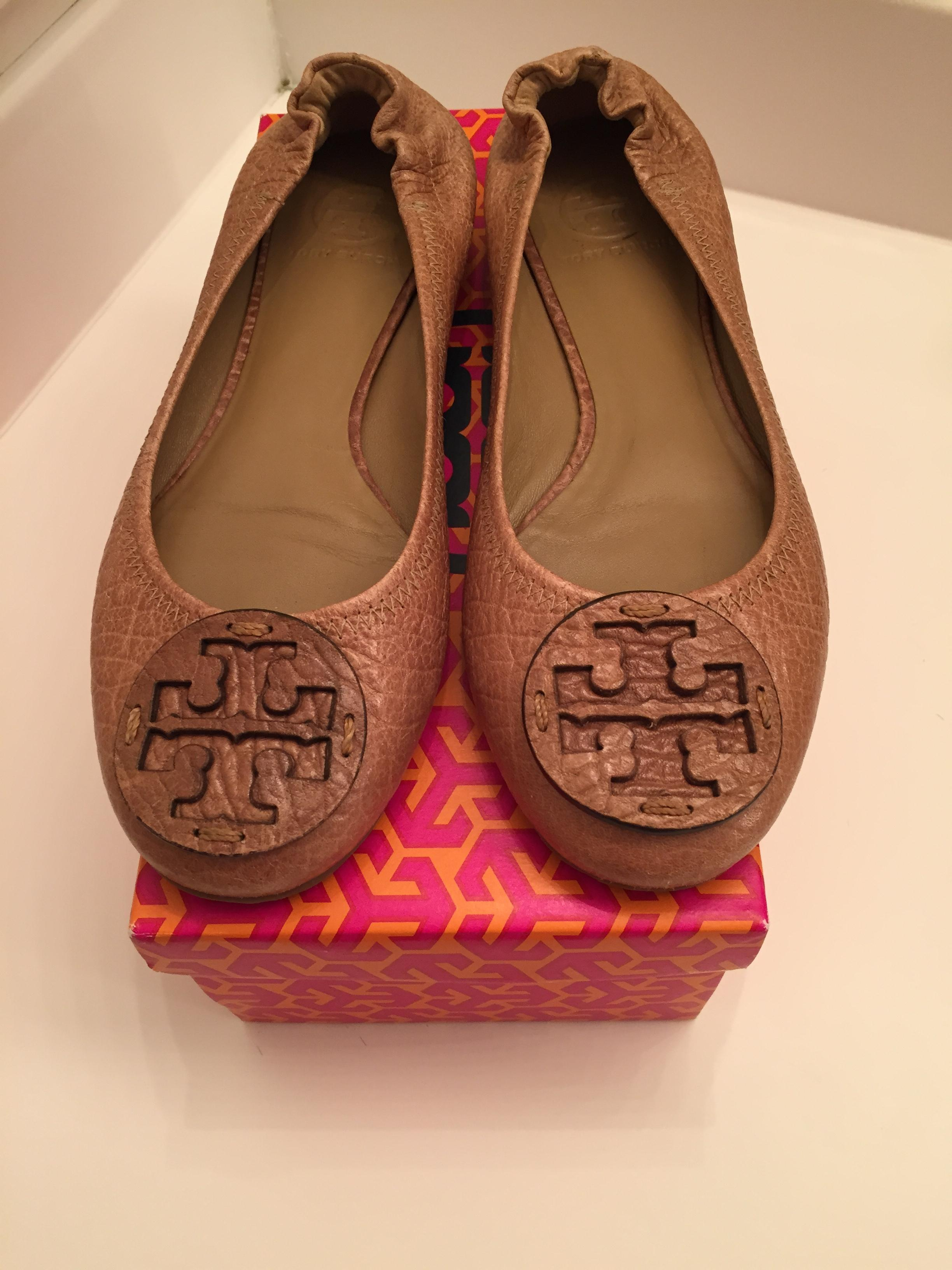 5a1d52245073 ... uk tory burch classic leather neutral ballet leather logo sand flats  3aa18 affcf