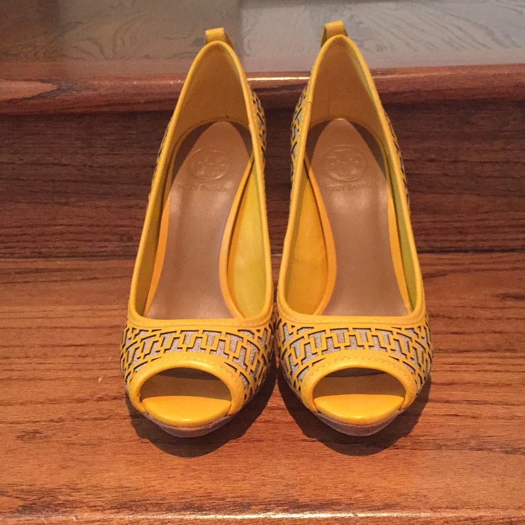 6a5bf8e65 ... Tory Burch Yellow Natural Yellow Natural Cut Out Out Out Detail Pumps  Platforms Size ...