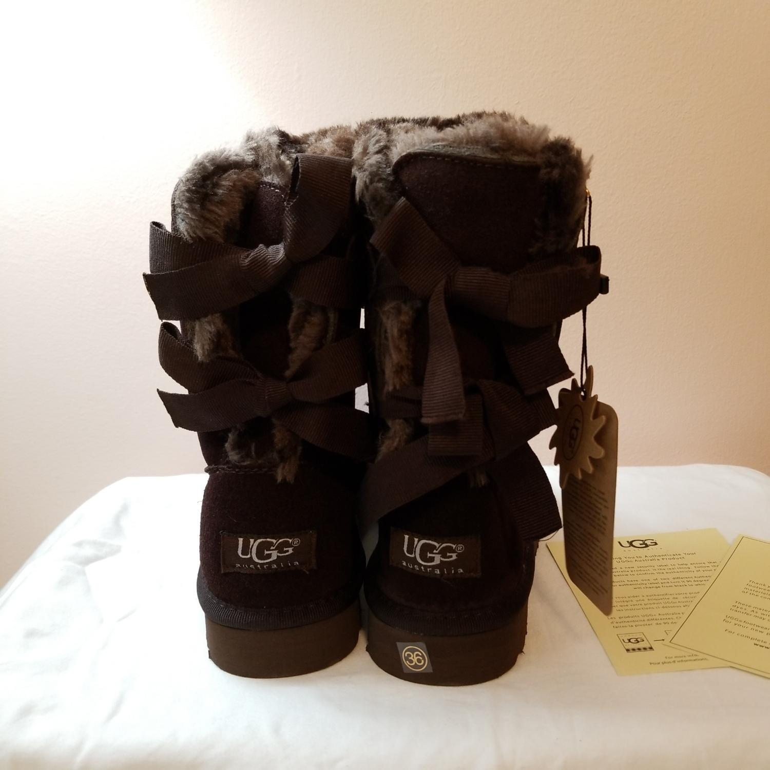 UGG Australia Dark Brown With Bows Boots/Booties