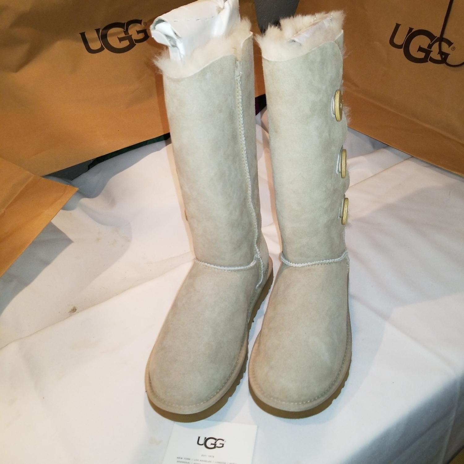 0a32a91bf66 switzerland ugg mini bailey button outfit 6.0 0e593 076f8