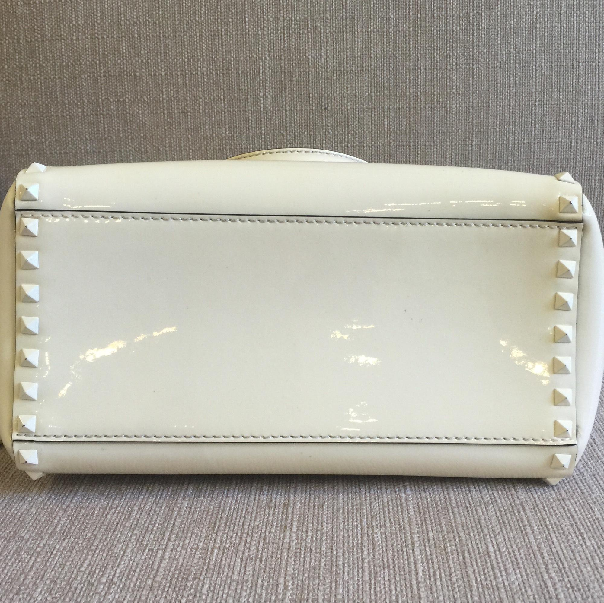 how to keep cream leather bag clean