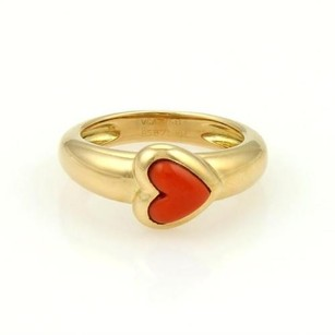 Van Cleef & Arpels Vca Van Cleef Arpels 18k Yellow Gold Coral Cabochon Heart Solitaire Ring