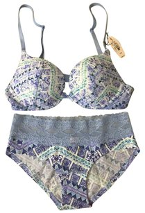 Victoria's Secret New Push up bra 32B and panty set